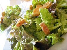 Todos sabem que a salada Ceaser´s  é um clássico americano difícil de igualar, mas com a chegada do calor vem a vontade de comer saladinhas ...