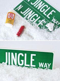 Love this free printable from PagingSupermom.com -- a Jingle Way Street Sign for #Christmas Great Gift! #freeprintable
