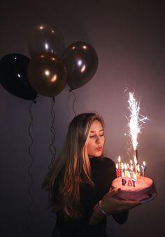Geburtstag schießen Sweet 16 Bday Foto 17 18 19 20 21 22 Ballons Feuerwerk Kuchen Happy Candles Anniversary Photoshoot Source by arvenique . Birthday Goals, 18th Birthday Party, Girl Birthday, Birthday Cake, Tumblr Birthday, Birthday Ideas, Birthday Month, Birthday Celebration, Happy Birthday 19