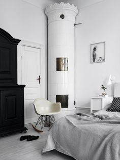 Bright home with strong accents - via Coco Lapine Design blog