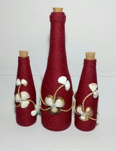Diy Bottle, Wine Bottle Crafts, Bottle Art, Bottle Centerpieces, Vases, Bottle Cap Projects, Christmas Wine Bottles, Recycled Glass Bottles, Jar Art