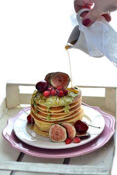 Pancake con frutta e crema di pistacchio http://www.zagaraecedro.ifood.it/2017/07/pancake-con-frutta-e-crema-di-pistacchio.html