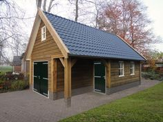5. Tuinschuur garage met overkapping luifel 40m2 Outdoor Buildings, Outdoor Structures, Tiny House Plans, Shed Plans, Shipping Container Homes, Lodges, House Styles, Barn Houses, Home Decor