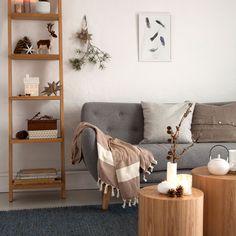 Lav fint pynt med kogler, grene og mos - tips og tricks | Kære hjem Interior Blogs, Dresser As Nightstand, Hygge, Entryway, Throw Pillows, Table, Diy, Inspiration, Furniture