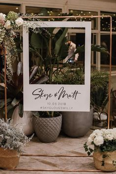 What has undeniably become one of the hottest wedding trends as of lately, photo booth backdrops are Diy Wedding Photo Booth, Wedding Photos, Wedding Photo Backdrops, Diy Photo Booth Backdrop, Wedding Backdrop Design, Photo Booth Frame, Ceremony Backdrop, Diy Fotokabine, Polaroid Wedding