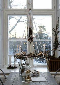 sapin de noel decoration, decoration de noel interieur une jolie cuisine avec une table en bois massif