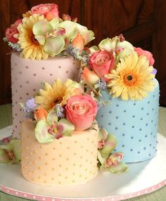 Mini Wedding Cake Ideas and Inspiration Mini Cakes with Flowers {Wedding Wednesday} 5 Tips for Unique Wedding Centerpieces