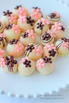 213 トリュフ2 Wedding Desserts, Mini Desserts, Just Desserts, Cake Push Pops, Cake Pops, Chocolate Fondant, Chocolate Truffles, Pretty Cakes, Cute Cakes
