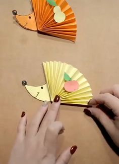 Diy Paper Crafts diy crafts and ideas with paper Easy Fall Crafts, Diy Home Crafts, Creative Crafts, Easy Crafts, Paper Crafts For Kids, Paper Crafting, Diy For Kids, Arts And Crafts, Diy Paper Crafts