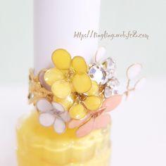 マニキュアフラワーのリング Nail Polish Flowers, Nail Polish Jewelry, Nail Polish Art, Flower Nails, Resin Jewelry, Cute Crafts, Crafts To Do, Dip Manicure, Ice Resin