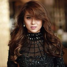 Kathryn Bernardo (born: March Cabanatuan, Philippines) is a Filipina actress. She is best known for her role as Mara in the primetime Filipino drama Mara Clara. Most Attractive Female Celebrities, Attractive Girls, Filipina Actress, Filipina Beauty, Megan Young, Liza Soberano, Kathryn Bernardo, Female Actresses, Curly Hair Styles