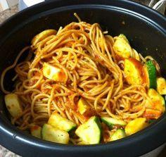 rice_cooker_spaghetti_and_veggies_kitchenability vegetarian pasta recipes Rice Cooker Pasta, Aroma Rice Cooker, Best Rice Cooker, Rice Cooker Recipes, Rice Recipes, Veggie Recipes, Pasta Recipes, Cooking Recipes, Healthy Recipes