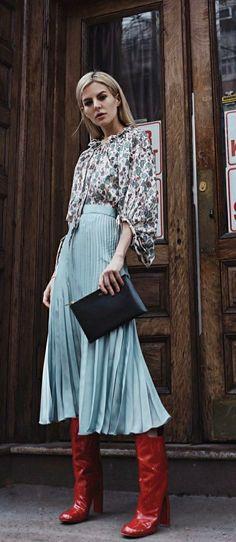 Fashion Week  Inspirartion #ootd Pliseerock | pleated skirt und rote Stiefel #fashionbloggers hionweek #fas