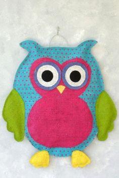 Owl door hanger by strongfeather Burlap Projects, Burlap Crafts, Sewing Projects, Owl Door Hangers, Burlap Door Hangers, Owl Crafts, Cute Crafts, Animal Crafts, Burlap Owl
