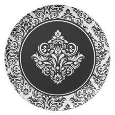 豪奢で黒いダマスク織の紋章が付いている王室のなダマスク織 パーティー皿