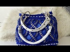 Joanne Archambault shared a video Pop Tab Crafts, Soda Can Crafts, Arts And Crafts, Pop Tab Purse, Pop Can Tabs, Soda Tabs, Pop Cans, Capsule, Weaving Patterns
