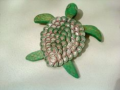 Beer Bottle Cap Turtle Wall Art by outsidetheboxsuzie on Etsy Beer Cap Crafts, Beer Bottle Crafts, Bottle Cap Projects, Bottle Top Art, Bottle Caps, Beer Cap Art, Recycled Art, Craft Projects, Arts And Crafts