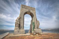 La Porte d'Orient est un édifice majestueux qui surplombe la Méditerranée et…