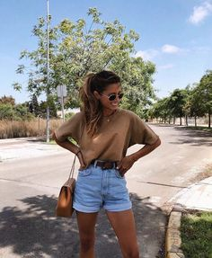 75 Best Casual Shorts Outfit For Pretty Women - Women Style - Modetrends Cute Summer Outfits, Cute Casual Outfits, Spring Outfits, Europe Outfits Summer, Summertime Outfits, Summer Fashions, Summer Clothes, Ootd Summer Casual, Summer Vacation Outfits