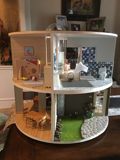 That Dollhouse Lady: Two Story Round, Revolving Dollhouse - Mandeep Madden Dolls Miniature Crafts, Miniature Houses, Miniature Dolls, Barbie Furniture, Dollhouse Furniture, Funky Furniture, Furniture Vintage, Barbie Doll House, Barbie Dolls