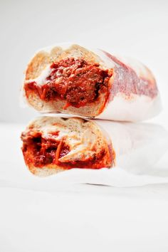 These vegan tempeh meatball subs are made with protein-packed, savory tempeh meatballs and a creamy cashew mozzarella sauce. How To Make Meatballs, Vegan Meatballs, Italian Meatballs, Sauteed Broccoli Rabe, Sauteed Zucchini, Meatball Subs, Meatball Recipes, Bomb Sauce, Cooking Green Beans