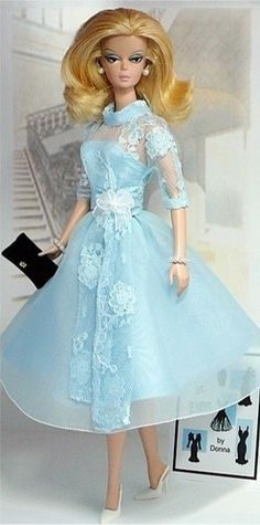 Silkstone Barbie Dinner at Eight I dont remenber dis very beautiful Doll, I live in canada, nover I see dant, thank you for sharing with us.