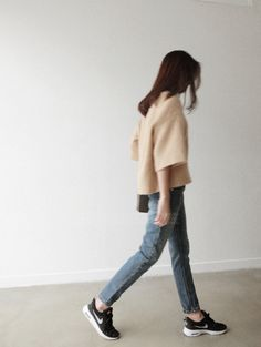 Nike, camel top and smoky jeans. Very compfy look