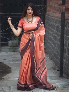 Beautiful Women Over 40, Beautiful Girl Indian, Beautiful Saree, Beautiful Indian Actress, Indian Bridal Sarees, Indian Beauty Saree, Raw Silk Saree, Cotton Saree, Khadi Saree