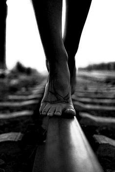 اطول مسافة بين مكانين في هذا العالم هي المسافة الممتدة بين كلمات الانسان و نيته.