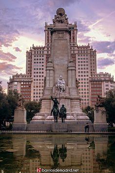 Plaza de España.  Monumento a Cervantes y Edificio Madrid, vendido ahora al hombre más rico de china por 265 millones de Euros. © www.barriosdemadrid.net #Madrid #PlazaDeEspaña #EdificioMadrid