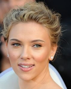 Scarlett Johansson--Really like the fresh and minimal makeup look!