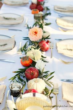 10 Gorgeous and Original Thanksgiving Table Setting Ideas via @PureWow