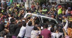 Pobladores de Santa María Tupetlac, en Ecatepec, Estado de México, intentaron linchar a tres presuntos delincuentes que robaron a un taxista. De acuerdo con medios locales, luego de hacer la parada al taxi sobre la Vía Morelos, los sujetos condujeron al chofer hasta el pueblo donde fue despojado de su unidad. En el lugar, […]