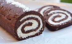 Ha szereted a különös finomságokat, akkor feltétlen készítsd el, mert ezzel biztos sikert aratsz úgy a családod, mit a barátaid körében! Hozzávalók: 400 ml sűrített tej; 100 gr vaj; 2 db nápolyi lap; 120 ml víz; Pie Recipes, Cookie Recipes, Dessert Recipes, Desserts, Romanian Food, Food Cakes, Cheesecakes, Doughnut, Muffin