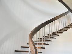 Bolzentreppe ist eine freitragende Treppe, die mit filigranen Bauweise überzeugt.Gönnen Sie sich ein Stuck schlichte Eleganz!