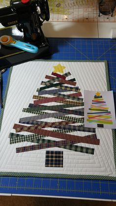55 new ideas for patchwork weihnachten wandbehang Christmas Quilting Projects, Christmas Tree Quilt, Christmas Quilt Patterns, Christmas Wall Hangings, Christmas Fabric, Xmas Tree, Small Quilts, Mini Quilts, 12 Days Of Christmas