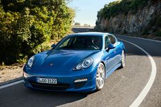 Porsche Panamera Hybrid: high on speed, low on CO2 — best of two worlds?