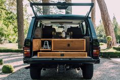Cappuccinos Cigars And Shotguns: Building The Ultimate Gentlemans Range Rover Petrolicious Range Rover Classic, 4x4, Garage Workshop Plans, Range Rover Supercharged, Car Trunk, Off Road Adventure, Range Rover Sport, Custom Trucks, Luxury Life