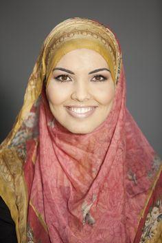 """""""Museale hoofddoek. Van het Rijksmuseum. Kijk maar, hier zit het labeltje. Gekocht tijdens hun Gouden Eeuw expositie in Doha, Qatar.""""    #hoofddoek #hijab  http://www.hoofdboek.com/"""
