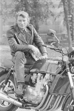 Johnny Hallyday on his bike Johnny Halliday, Christian Audigier, Boss, Photos, Celebrities, Fictional Characters, Idole, Deco, Old Motorcycles