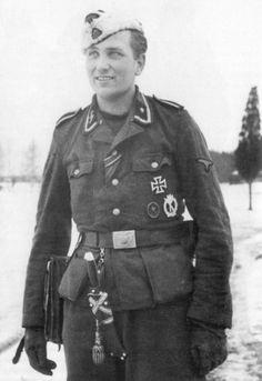 Estonian Waffen-SS volunteer Haralt Nugiseks, winner of the Knight's Cross on April Nugiseks was an NCO in the SS-Volunteer-Grenadier-Regiment Military Honors, Military History, German Soldiers Ww2, German Army, Luftwaffe, Ww2 Photos, Ww2 Pictures, German Uniforms, Ww2 Uniforms