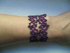Bracelet violet dentelle avec perles gris ,frivolite ,style gothique, victoriene , bracelet dentelle violet