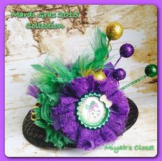 Items similar to Mardi Gras Hair Accessory Mini Top Hat Hair Clip Mardi Gras Hair Clip Couture Mardi Gras Clip Carnival Hair Clip Feather Hair Clip on Etsy Carnival Hairstyles, Feathered Hairstyles, Headband Hairstyles, Children's Boutique, Boutique Hair Bows, Mardi Gras Hats, Holiday Hair Bows, Feather Hair Clips, Hair Accessory