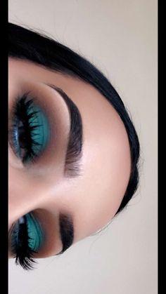 Peacock Inspired Dramatic Eye Makeup Ideas Peacock Eye Makeup Samples Tips Makeup Peacock Eye Makeup, Dramatic Eye Makeup, Dramatic Eyes, Turquoise Eye Makeup, Prom Eye Makeup, Green Makeup, Makeup Goals, Makeup Inspo, Makeup Art