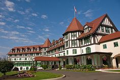 Todd King The Algonquin is located in St. Andrews, New Brunswick, a wee coastal town close to the Maine border. Algonquin Resort, Algonquin Hotel, Wonderful Places, Beautiful Places, New Brunswick Canada, Atlantic Canada, St Andrews, Prince Edward Island, Places To Travel