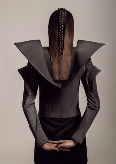Sculptural Fashion - black top with structured contours; futuristic fashion design // Stefan Dani --- I would wear this in outer space, in a galaxy far, far away. 3d Fashion, High End Fashion, Dark Fashion, Fashion Details, Editorial Fashion, Fashion Design, Geometric Fashion, Fashion Editor, Magazine Couture