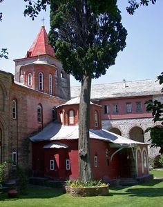 In Philotheou Monastery's courtyard, Mount Athos, Chalkidiki region, Macedonia, Greece The Holy Mountain, Macedonia Greece, Christian World, Chateaus, Greek Islands, Beautiful Beaches, Cottage, Faith, Inspirational
