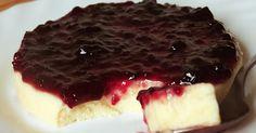Receta de Panna Cotta o Panacota de queso con mermelada de frutos del bosque. Postre rápido de origen italiano. Su nombre significa nata cocida.