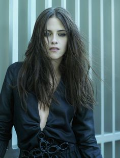 Kristen Stewart. Chic hair, makeup, ensemble