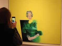 "Pintura ""The Queen"", de Justin Mortimer, é bem diferente dos retratos tradicionais de Elizabeth II"